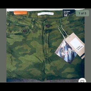 Zara Women's Camo distresses skinny jean size 6